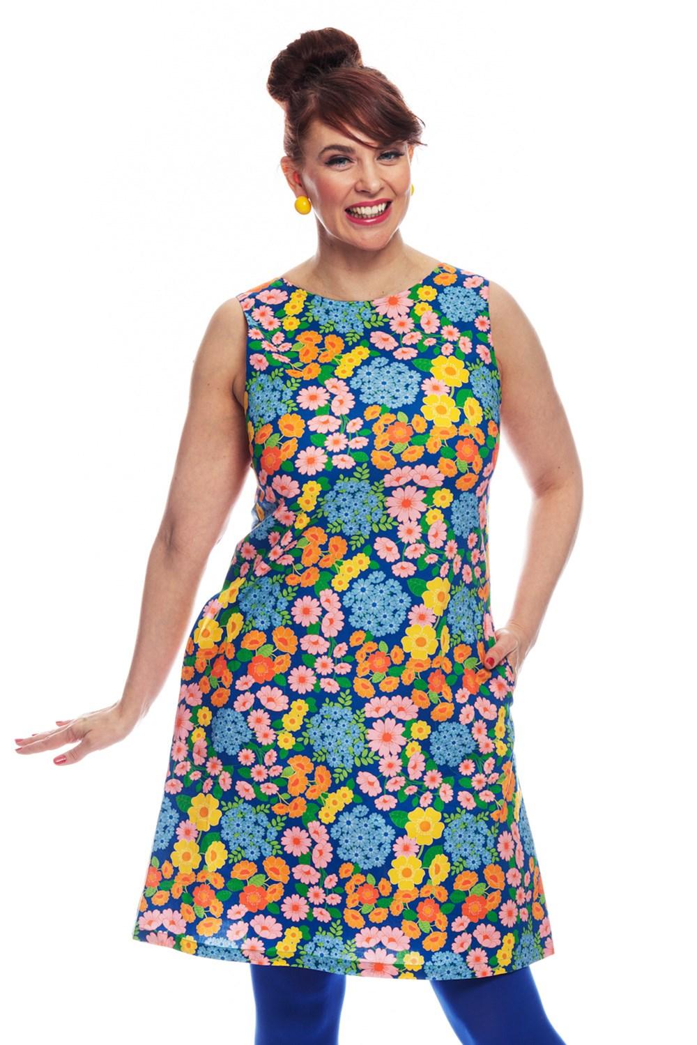 Rut klänning Blomklasar