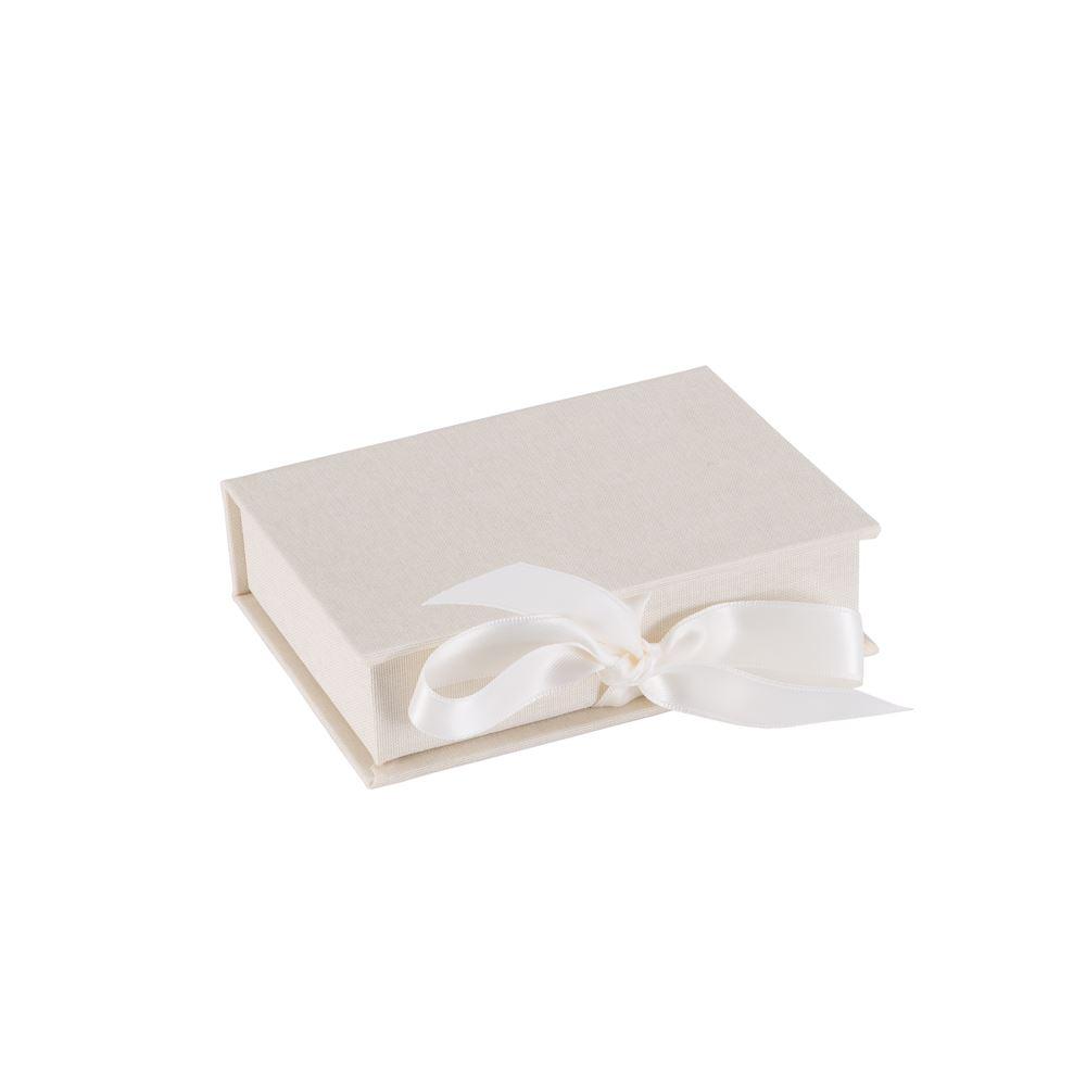 Mini box with silk ribbon