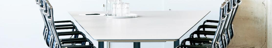 Trapetsformade konferensbord