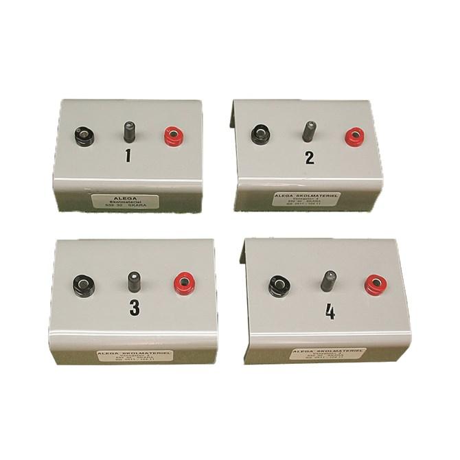 Fyra okända kondensatorer