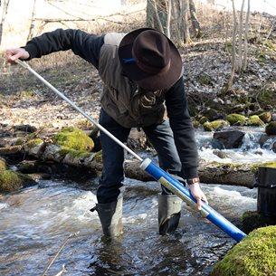 Henderson-pump för att komma åt en bit ner i vattnet