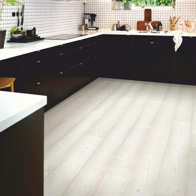 Laminatgulv Pergo Modern Plank 4V Sensation Brushed White Pine 1-Stav Living Expression