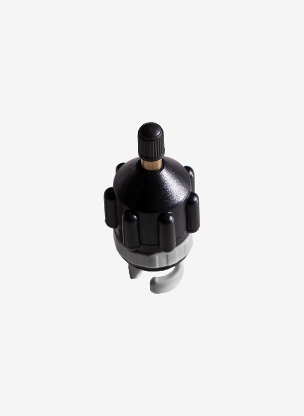 Compressed air adapter for inflatable SUP board