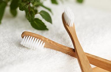 Plastbanta badrummet med våra populära bambutandborstar